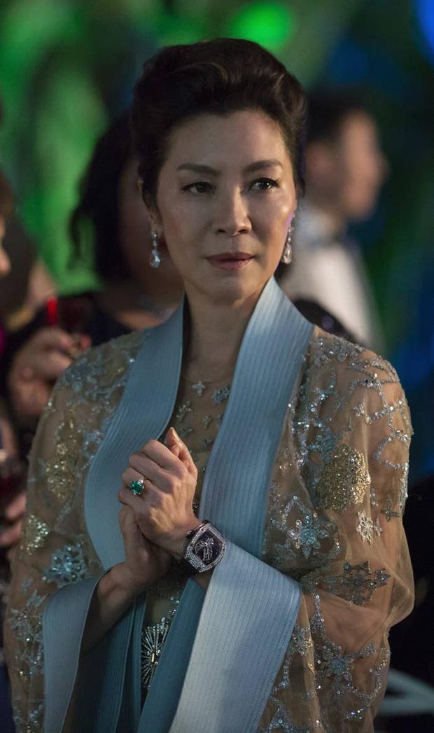 Bóc nhanh 6 chi tiết từ trailer Gái Già Lắm Chiêu 3 sao y bản chính Crazy Rich Asians: Cạn lời cảnh ngồi nặn bánh? - Ảnh 16.