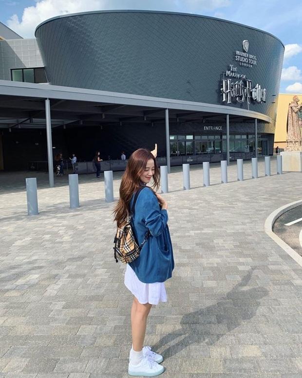 Khi diện váy, Jisoo (BLACKPINK) thường áp dụng 4 tips hack dáng nên dù không cao nhưng ai cũng phải ngước nhìn - Ảnh 3.