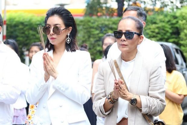 """Vừa bước sang tuổi tứ tuần, HLV The Face Thái gây sốt khi mặc đồng phục học sinh, """"cưa sừng làm nghé"""" trong phim mới - Ảnh 3."""
