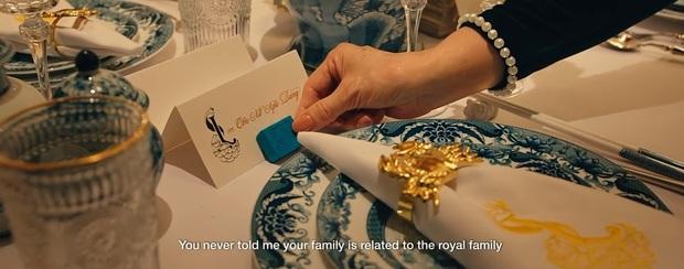 Bóc nhanh 6 chi tiết từ trailer Gái Già Lắm Chiêu 3 sao y bản chính Crazy Rich Asians: Cạn lời cảnh ngồi nặn bánh? - Ảnh 3.