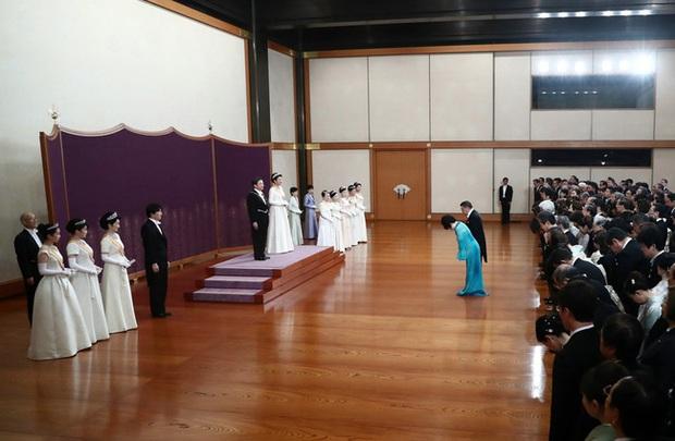 Gia đình Hoàng gia Nhật tổ chức tiệc mừng năm mới, xuất hiện ấn tượng trước dân chúng, đáng chú ý nhất là màn đọ sắc giữa các thành viên nữ - Ảnh 5.
