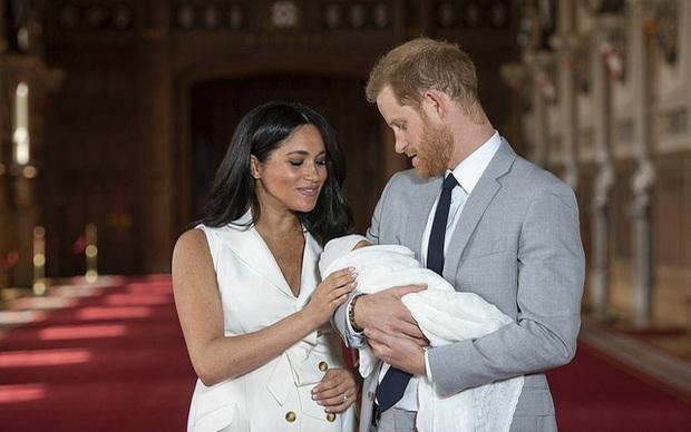 Mặc nghi vấn xích mích với Meghan Markle, Công nương Kate vẫn thêm hình của gia đình em dâu vào video tổng kết năm và được ca ngợi hết lời - Ảnh 4.
