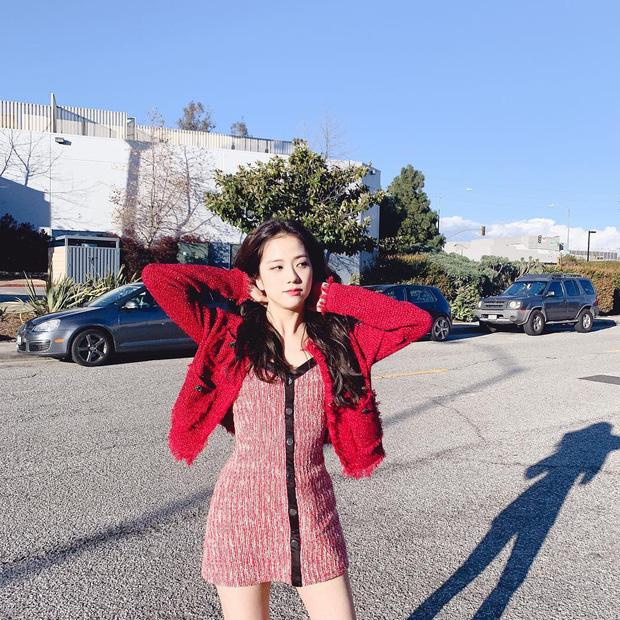 Khi diện váy, Jisoo (BLACKPINK) thường áp dụng 4 tips hack dáng nên dù không cao nhưng ai cũng phải ngước nhìn - Ảnh 5.