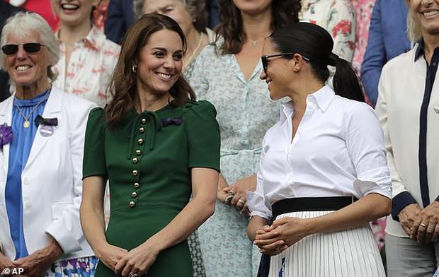 Mặc nghi vấn xích mích với Meghan Markle, Công nương Kate vẫn thêm hình của gia đình em dâu vào video tổng kết năm và được ca ngợi hết lời - Ảnh 5.