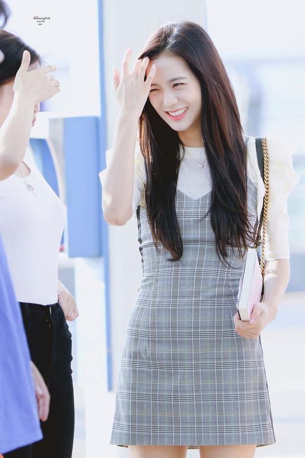 Khi diện váy, Jisoo (BLACKPINK) thường áp dụng 4 tips hack dáng nên dù không cao nhưng ai cũng phải ngước nhìn - Ảnh 6.