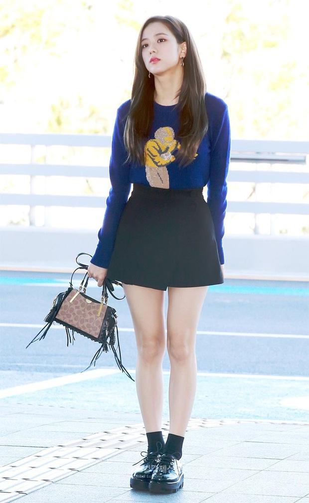Khi diện váy, Jisoo (BLACKPINK) thường áp dụng 4 tips hack dáng nên dù không cao nhưng ai cũng phải ngước nhìn - Ảnh 8.