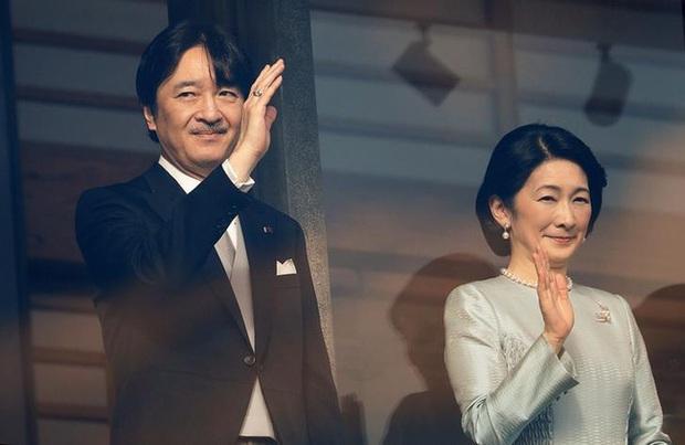 Gia đình Hoàng gia Nhật tổ chức tiệc mừng năm mới, xuất hiện ấn tượng trước dân chúng, đáng chú ý nhất là màn đọ sắc giữa các thành viên nữ - Ảnh 9.