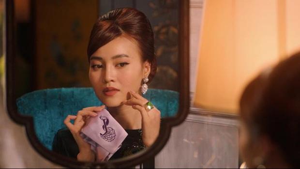 Bóc nhanh 6 chi tiết từ trailer Gái Già Lắm Chiêu 3 sao y bản chính Crazy Rich Asians: Cạn lời cảnh ngồi nặn bánh? - Ảnh 9.