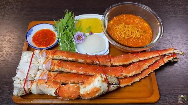 Quỳnh Trần JP đầu năm đã ăn mì gói vì siêu thị và chợ ở Nhật ngày Tết... chẳng còn gì để bán - Ảnh 2.
