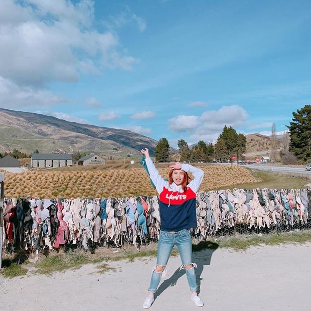 """""""Hàng rào áo ngực"""" độc nhất thế giới vô tình trở thành điểm check-in hút khách tại New Zealand, tìm hiểu nguồn gốc hình thành ai cũng ngạc nhiên - Ảnh 2."""