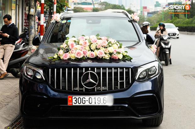 Xe ôtô tiền tỷ của Duy Mạnh và Quỳnh Anh va quệt với xe máy trên cầu vượt ở Hà Nội - Ảnh 2.