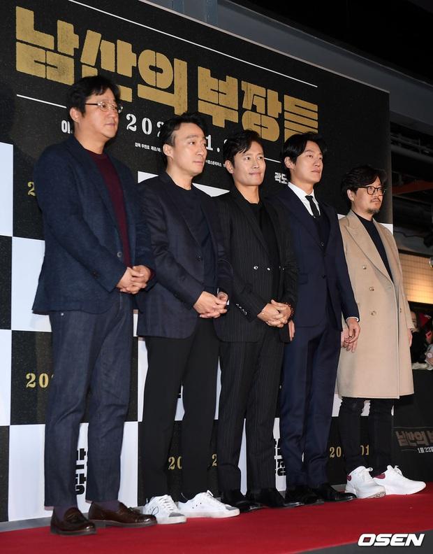 Lee Byung Hun bê cả nửa Kbiz lên thảm đỏ: Mỹ nhân Vườn sao băng đọ sắc với Kim So Hyun, Bi Rain đụng độ dàn nam thần - Ảnh 1.