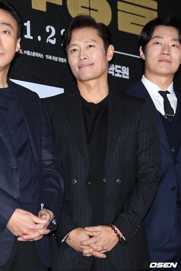 Lee Byung Hun bê cả nửa Kbiz lên thảm đỏ: Mỹ nhân Vườn sao băng đọ sắc với Kim So Hyun, Bi Rain đụng độ dàn nam thần - Ảnh 2.