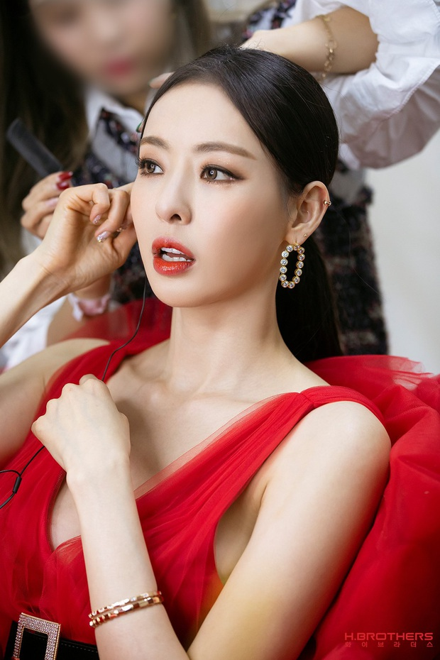 Ảnh hậu trường của ác nữ Lee Da Hee ở Grammy Hàn: Đẹp cỡ nào mà lấn át cả Kim Tae Hee và BTS? - Ảnh 5.