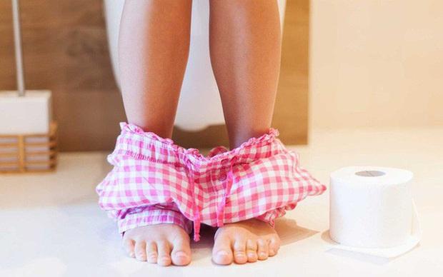 Nếu vùng dưới có trên 2 trong 4 hiện tượng bất thường, bạn nên chủ động đi khám vì nguy cơ mắc bệnh cổ tử cung rất cao - Ảnh 4.