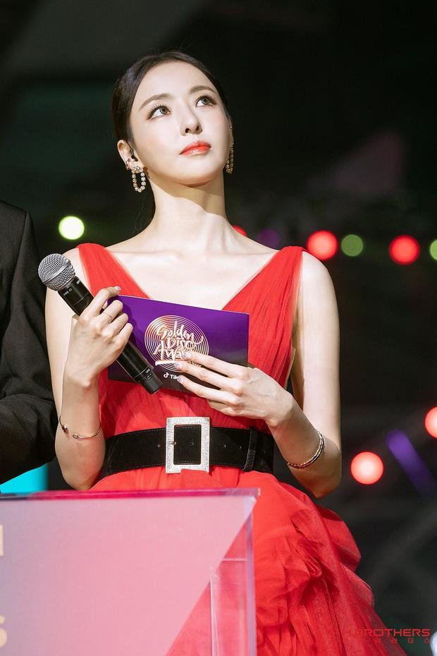 Ảnh hậu trường của ác nữ Lee Da Hee ở Grammy Hàn: Đẹp cỡ nào mà lấn át cả Kim Tae Hee và BTS? - Ảnh 9.