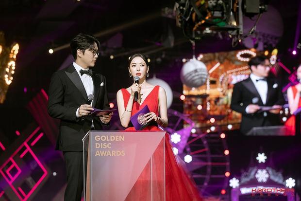 Ảnh hậu trường của ác nữ Lee Da Hee ở Grammy Hàn: Đẹp cỡ nào mà lấn át cả Kim Tae Hee và BTS? - Ảnh 7.
