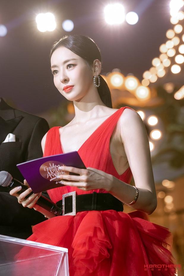 Ảnh hậu trường của ác nữ Lee Da Hee ở Grammy Hàn: Đẹp cỡ nào mà lấn át cả Kim Tae Hee và BTS? - Ảnh 8.