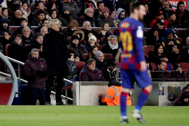 Mừng thầy mới ra mắt, Messi tặng ngay một bàn thắng bằng vàng giúp Barcelona đòi lại ngôi đầu từ tay đại kình địch - Ảnh 1.