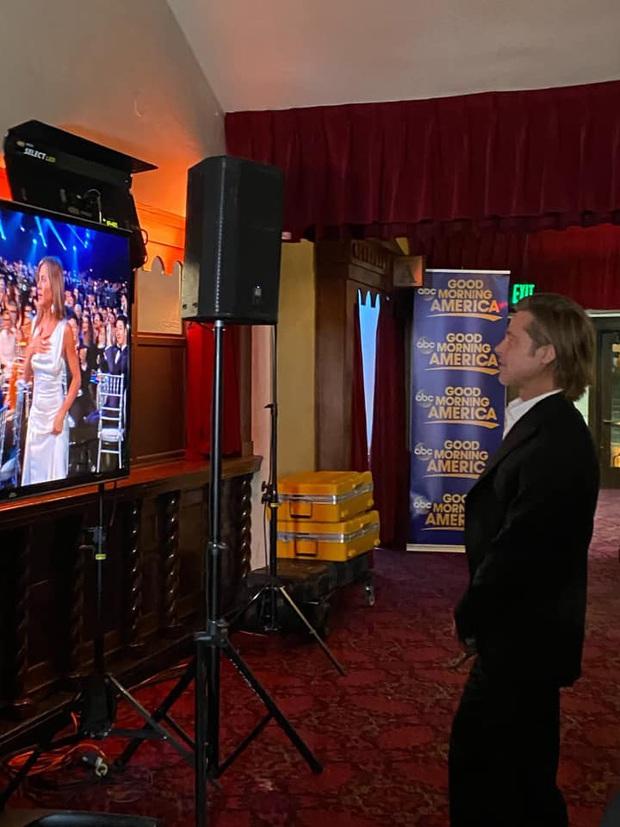 Nóng nhất lễ trao giải đầu năm: Brad Pitt và Jennifer Aniston công khai gặp mặt sau 15 năm ly hôn, ánh mắt gây chú ý - Ảnh 3.