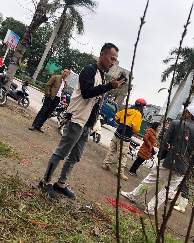 Cười lăn với ảnh chế tuyển thủ Việt Nam ngày giáp Tết: Quang Hải, Công Phượng đi buôn đào, thầy Park cũng hai tay hai cành đào chơi Tết - Ảnh 8.