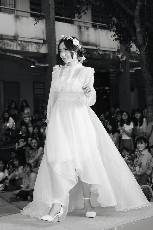 Diện váy trắng thi văn nghệ, nữ sinh Long An gây sốt với nhan sắc được ví như thần tiên tỉ tỉ khiến cả trai lẫn gái đều mê tít - Ảnh 1.