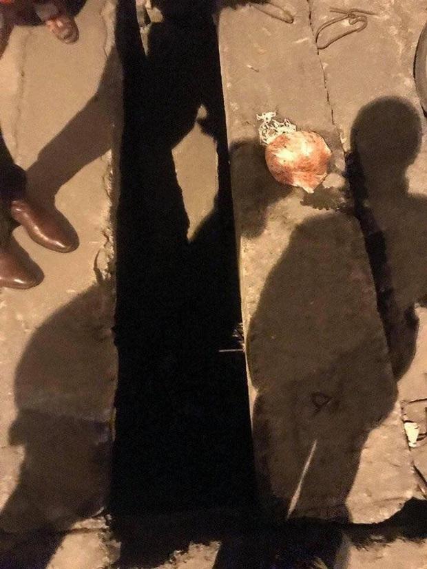 Hình ảnh tài xế Grabbike nằm gục bên túi bún giữa đêm lạnh khiến nhiều người xót xa - Ảnh 2.