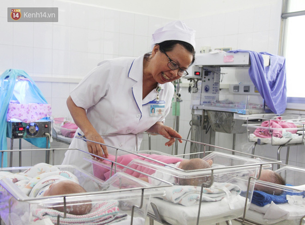 Mẹ đẻ ở bệnh viện Từ Dũ rồi bỏ đi biệt tích, 3 bé gái 4 tháng tuổi phải chuyển đến nơi nuôi trẻ mồ côi trước Tết - Ảnh 6.