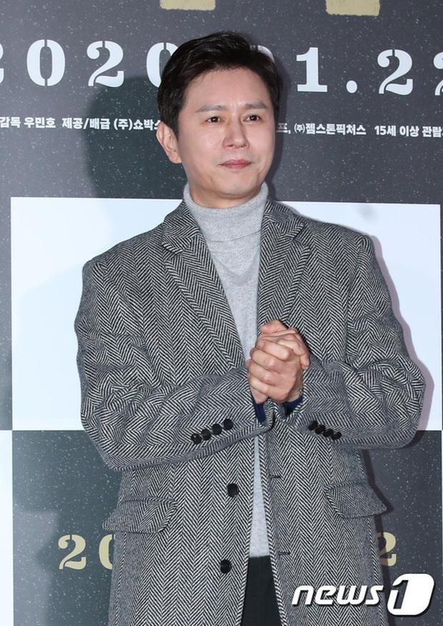Lee Byung Hun bê cả nửa Kbiz lên thảm đỏ: Mỹ nhân Vườn sao băng đọ sắc với Kim So Hyun, Bi Rain đụng độ dàn nam thần - Ảnh 20.