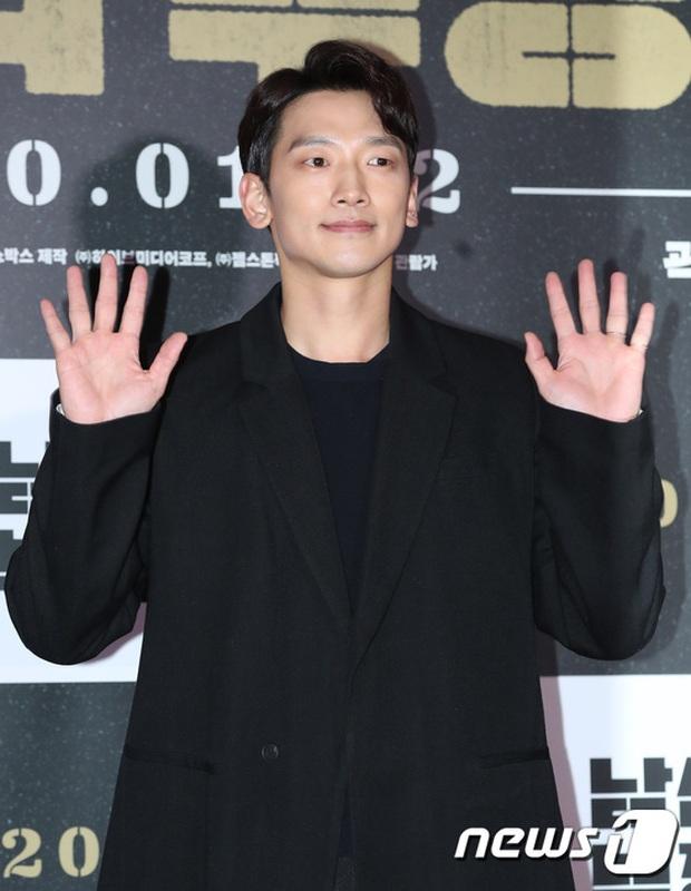 Lee Byung Hun bê cả nửa Kbiz lên thảm đỏ: Mỹ nhân Vườn sao băng đọ sắc với Kim So Hyun, Bi Rain đụng độ dàn nam thần - Ảnh 17.