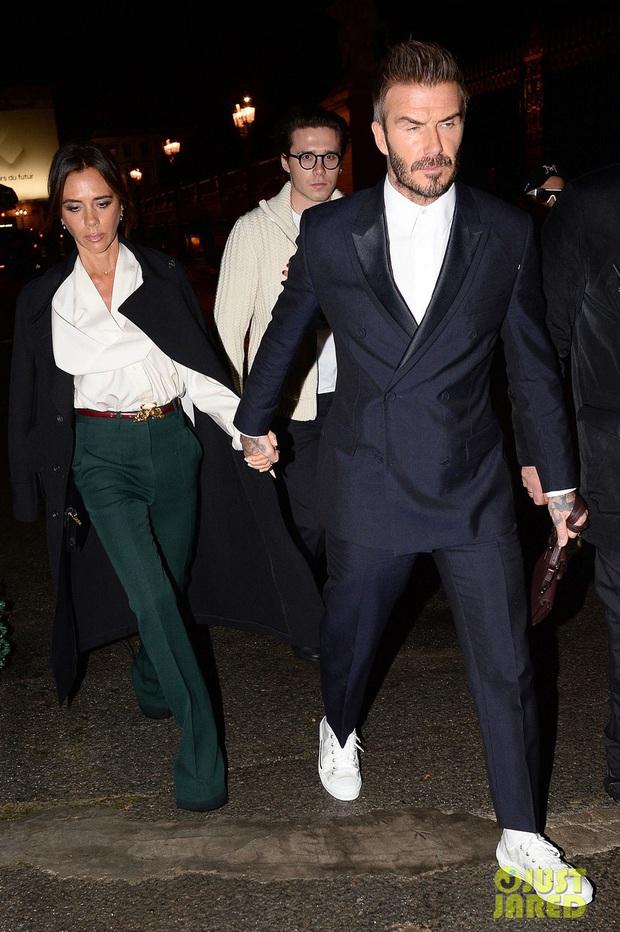 David Beckham đích thị là chồng nhà người ta: Hết ân cần thắt dây giày lại mất tập trung vì mải quay lén vợ selfile - Ảnh 6.