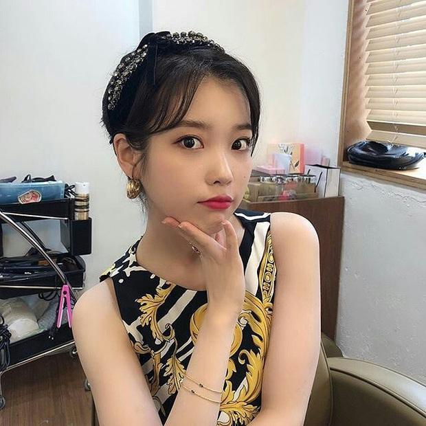 Loạt phụ kiện tóc của idol Hàn nhìn thì nhỏ mà đều là hàng hiệu hẳn hoi: Rẻ thì khoảng 6 triệu, đắt thì 39 triệu đồng - Ảnh 4.