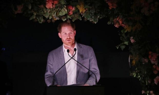 Harry lần đầu lên tiếng sau khi bị tước danh hiệu hoàng gia: Rất buồn nhưng không còn lựa chọn nào khác - Ảnh 1.