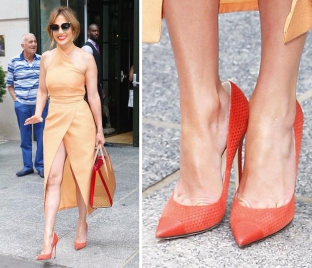 Các mỹ nhân trời Tây và lỗi diện giày cao gót rộng ngoác: Không phải lớ ngớ vớ nhầm size mà là một chiêu bài tuyệt hay - Ảnh 2.