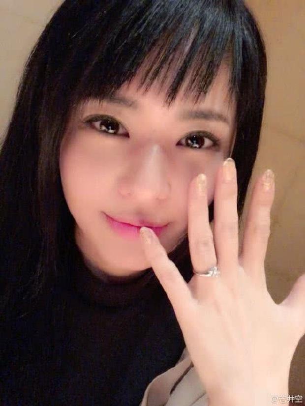 Đám cưới siêu bí mật của Thánh nữ JAV Aoi Sora gây bất ngờ: Mời 16 khách, chỉ rò rỉ 2 tấm ảnh hiếm hoi - Ảnh 3.