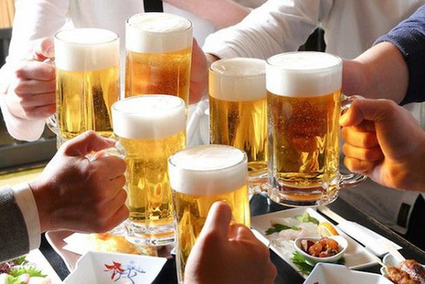 Rượu, bia ngày Tết: Bộ Y tế khuyến cáo mỗi ngày không uống quá 2 lon bia - Ảnh 1.