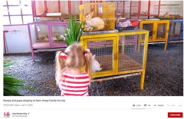 Cô bé mắc bệnh bại não kiếm 400 tỷ/năm nhờ YouTube: Làm liền 7 kênh hơn 100 triệu sub, có video suýt đạt tỷ view - Ảnh 2.