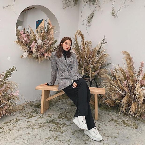 Street style hội mặc đẹp Instagram tuần cận Tết: Người thục nữ, người cá tính nhưng đều trendy như nhau - Ảnh 1.