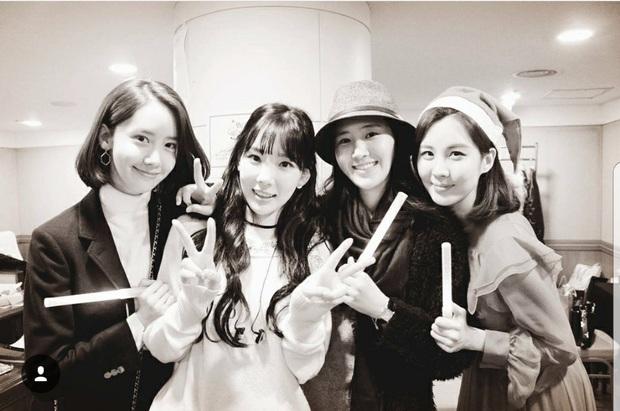Fan cứng của Taeyeon chính là YoonA: Đến xem tất cả các concert solo trong suốt 5 năm, tình chị chị em em bảo sao mãi bền lâu! - Ảnh 3.