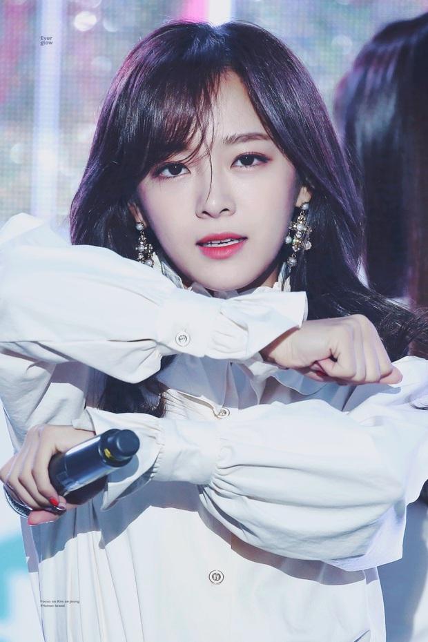"""Thần thái sân khấu của dàn nữ idol 96-line: Jennie (BLACKPINK) quyến rũ như nữ thần, thành viên TWICE và Red Velvet sexy hay cute đều """"cân"""" trọn - Ảnh 27."""