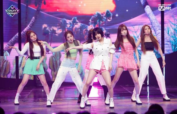 Hậu B.I rời nhóm, iKON chính thức có màn tái xuất đầu tiên ngay thời điểm 3 nhóm nữ hot chiến nhau tung toé - Ảnh 3.