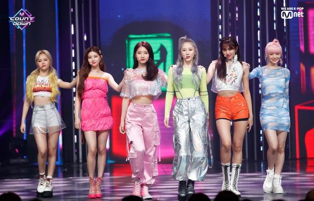 Hậu B.I rời nhóm, iKON chính thức có màn tái xuất đầu tiên ngay thời điểm 3 nhóm nữ hot chiến nhau tung toé - Ảnh 4.