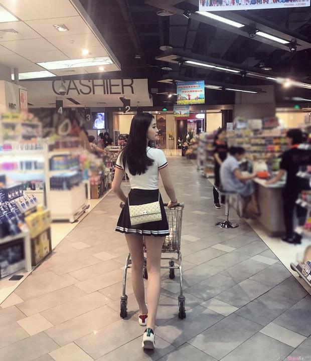 Chỉ một tấm ảnh chụp lén từ sau lưng, gái xinh bỗng trở thành trở thành hot search trên MXH - Ảnh 1.