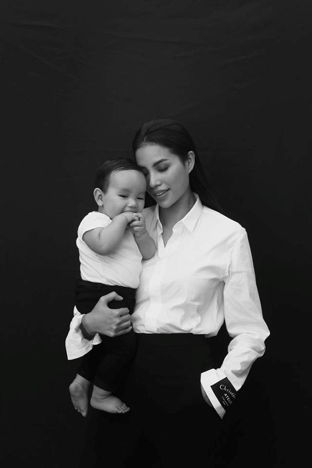 Phạm Hương khoe con trai thích thú đánh đàn piano nhưng lại vô tình để lộ hình thể gầy gò sau sinh - Ảnh 5.