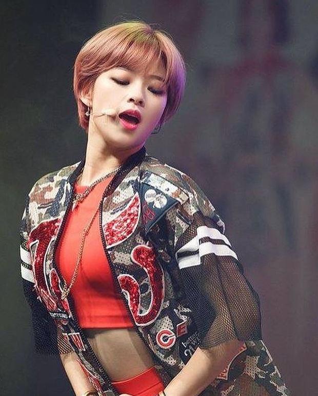 """Thần thái sân khấu của dàn nữ idol 96-line: Jennie (BLACKPINK) quyến rũ như nữ thần, thành viên TWICE và Red Velvet sexy hay cute đều """"cân"""" trọn - Ảnh 12."""