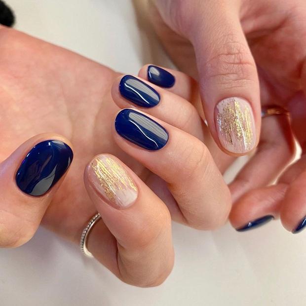 16 mẫu nail nhũ lóng lánh siêu xinh mà các chị em chưa kịp chốt sổ để diện Tết là tiếc hùi hụi - Ảnh 9.