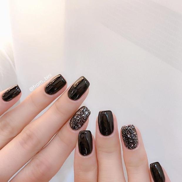 16 mẫu nail nhũ lóng lánh siêu xinh mà các chị em chưa kịp chốt sổ để diện Tết là tiếc hùi hụi - Ảnh 6.