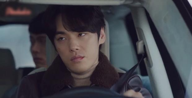 Nam phụ số nhọ nhất Crash Landing On You gọi tên Seung Jun: Ngậm ngùi nhìn vợ sắp cưới rải thính cho Hyun Bin - Ảnh 3.