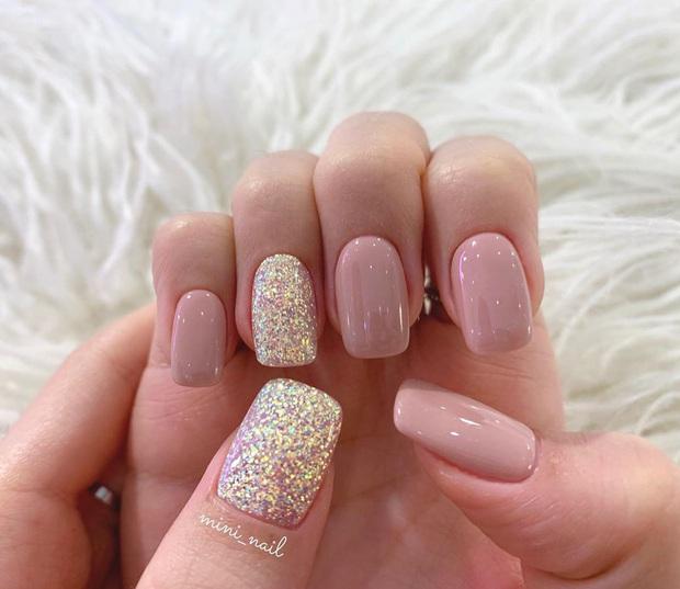 16 mẫu nail nhũ lóng lánh siêu xinh mà các chị em chưa kịp chốt sổ để diện Tết là tiếc hùi hụi - Ảnh 13.