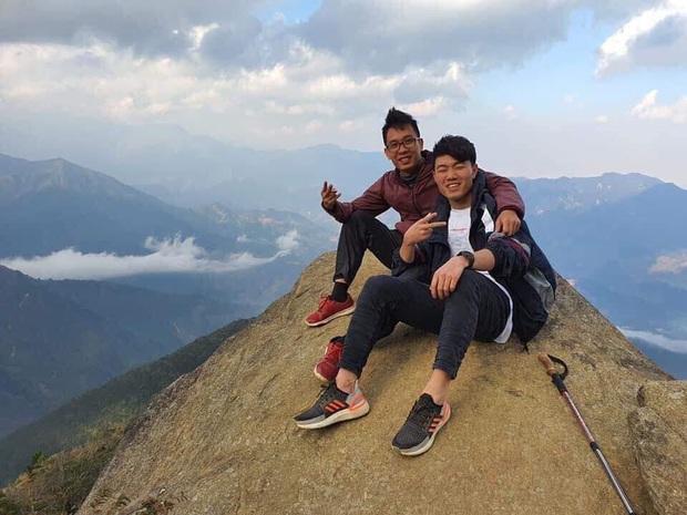 Xuân Trường khoe ảnh đi leo núi, săn mây khiến fan vừa mừng vừa lo - Ảnh 2.